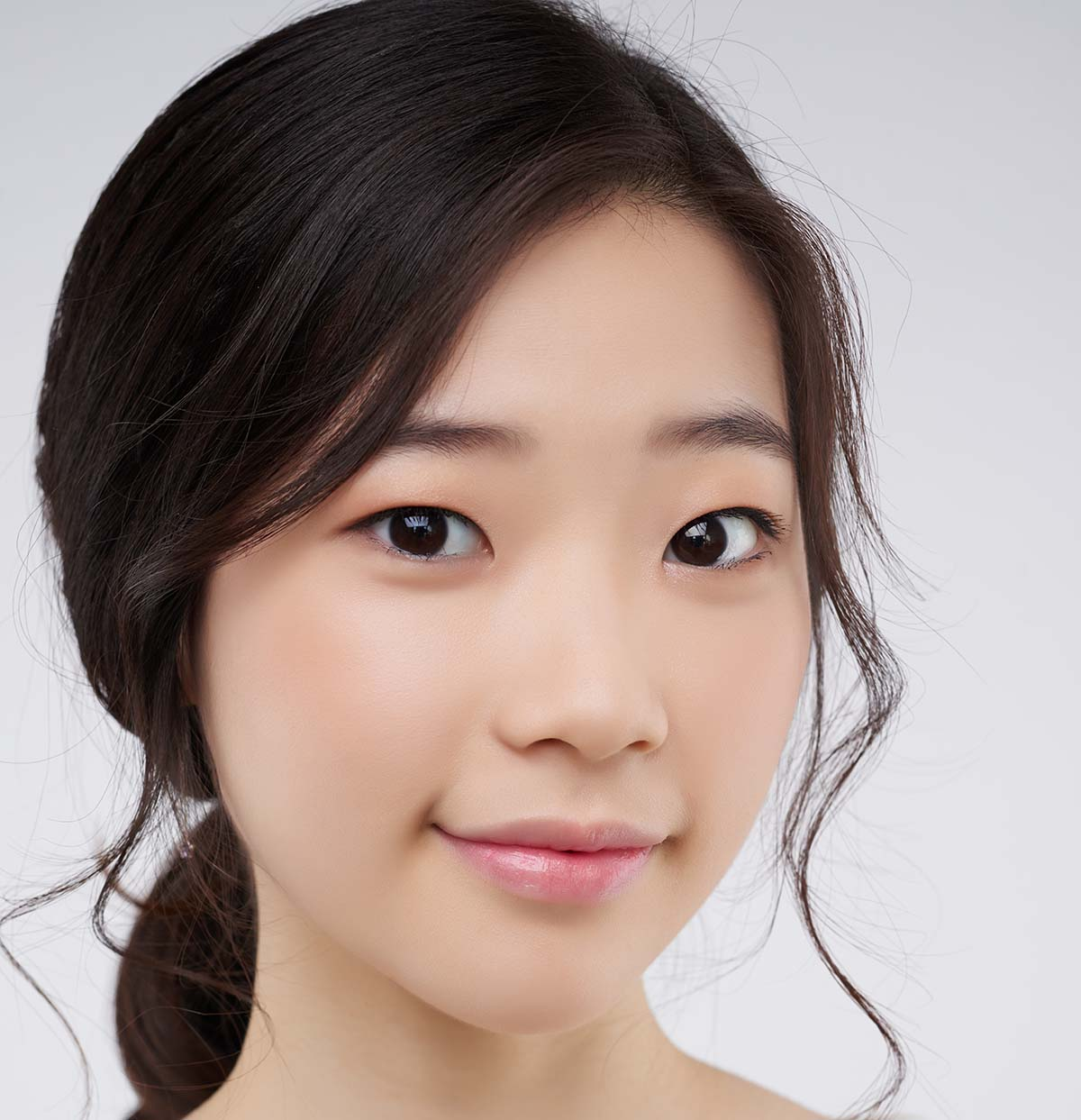 asian girl with single eyelids
